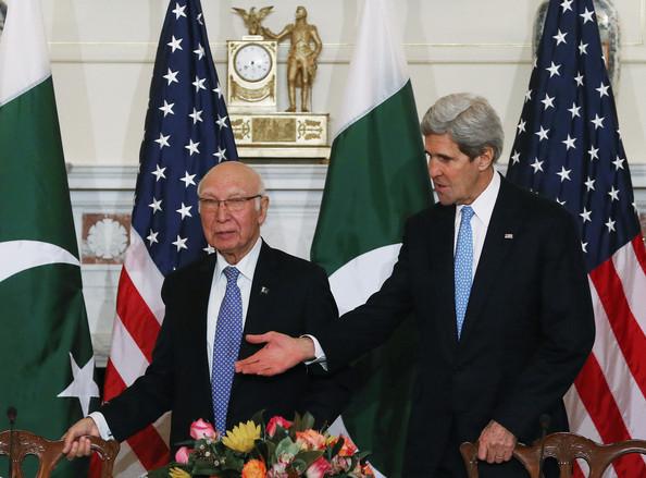 John+Kerry+Sartaj+Aziz+John+Kerry+Meets+Sartaj+KSrXZhDNBsjl[1]